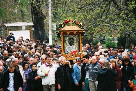 """Чудотворната-икона-Света-Богородица-Петричка""""-литийно-шествие"""