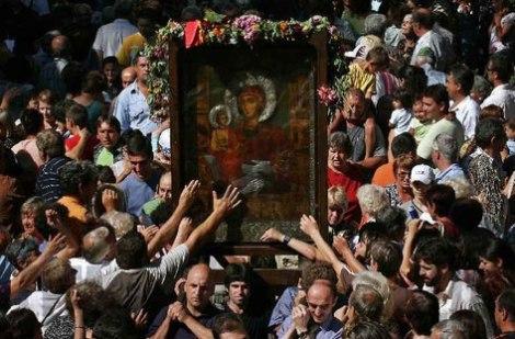 Чудотворната-икона-Света-Богородица-Троеручица-от-Троянския-манастир
